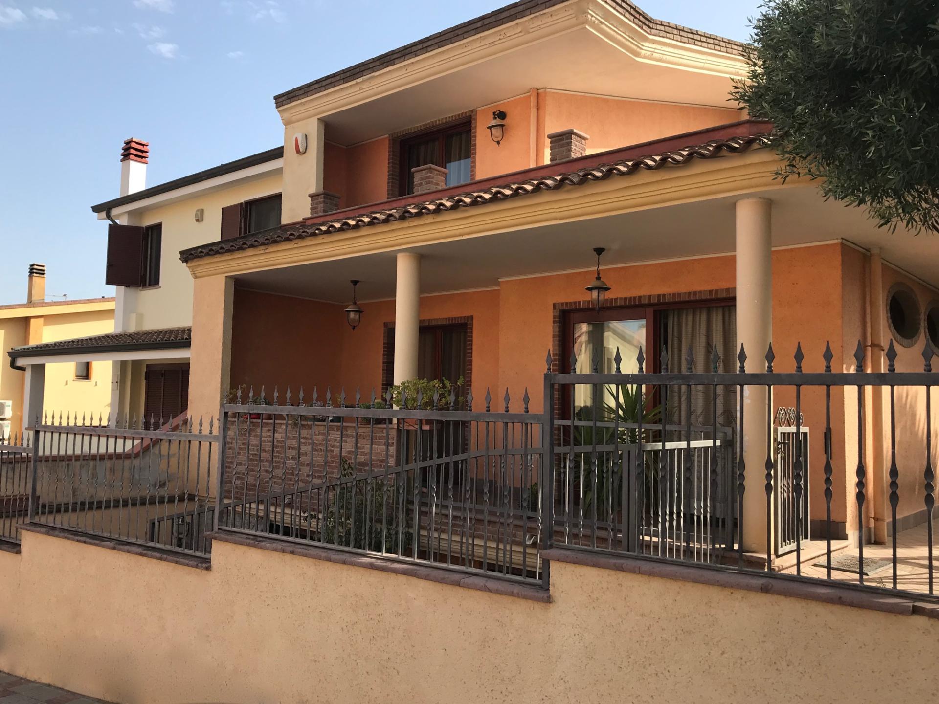 Villa indipendente con giardino e taverna di 100 mq for Giardino 100 mq